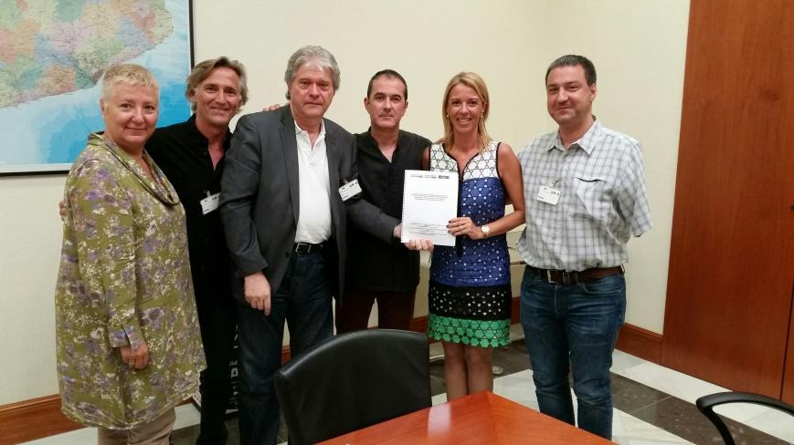 Grup Parlamentari de Convergència i Unió: I. Sra. Annabel Marcos i Vilar, I. Sra. Elena Ribera i Garijo