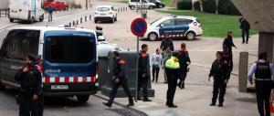 mossos-a-la-porta-dun-jutjat